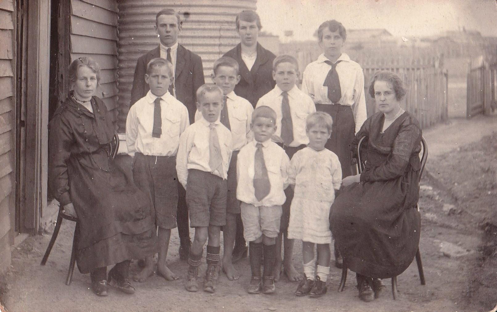 Smith_family_in_Portland_1920